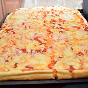 revellos-red-pizza-3
